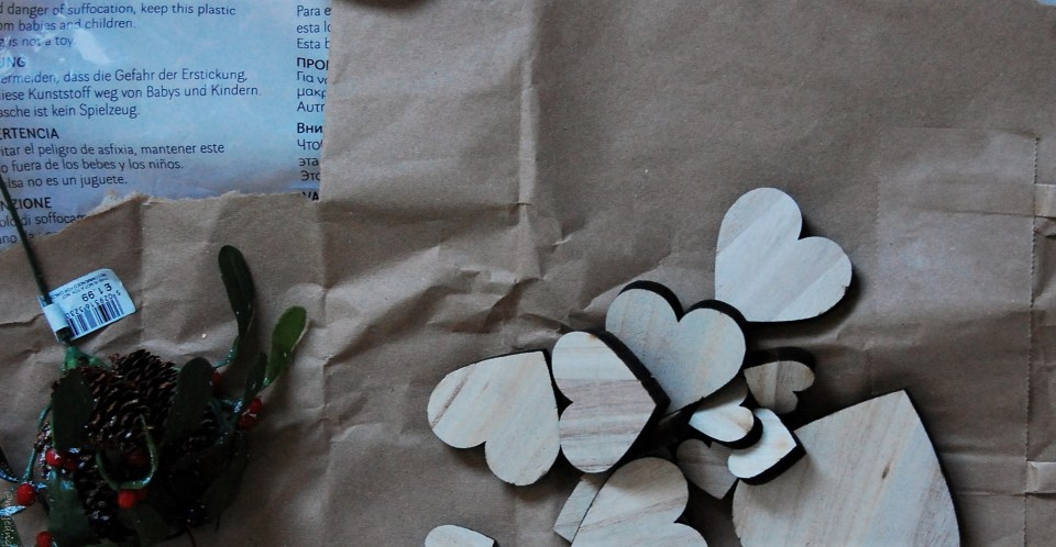 diy wreath wooden hearts
