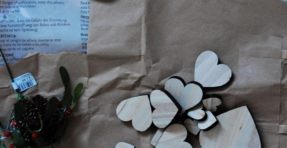 diy wreath wooden hearts