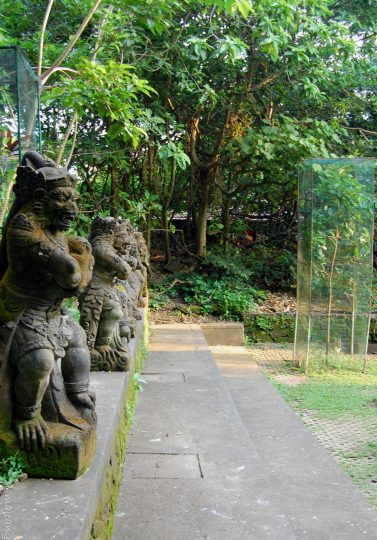 3 must see places in Bali- monkey forest statues