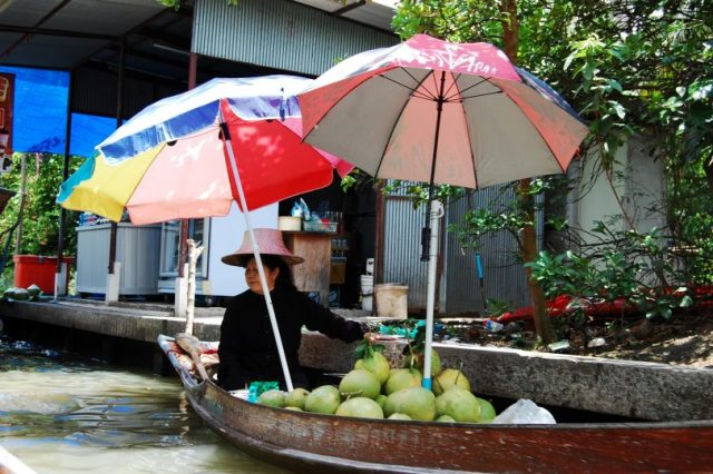 best reasons to visit thailand- floating market
