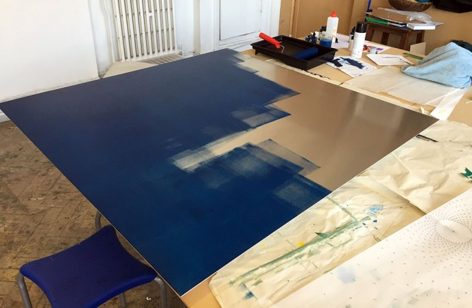 An aluminium panel is the support for this piece.