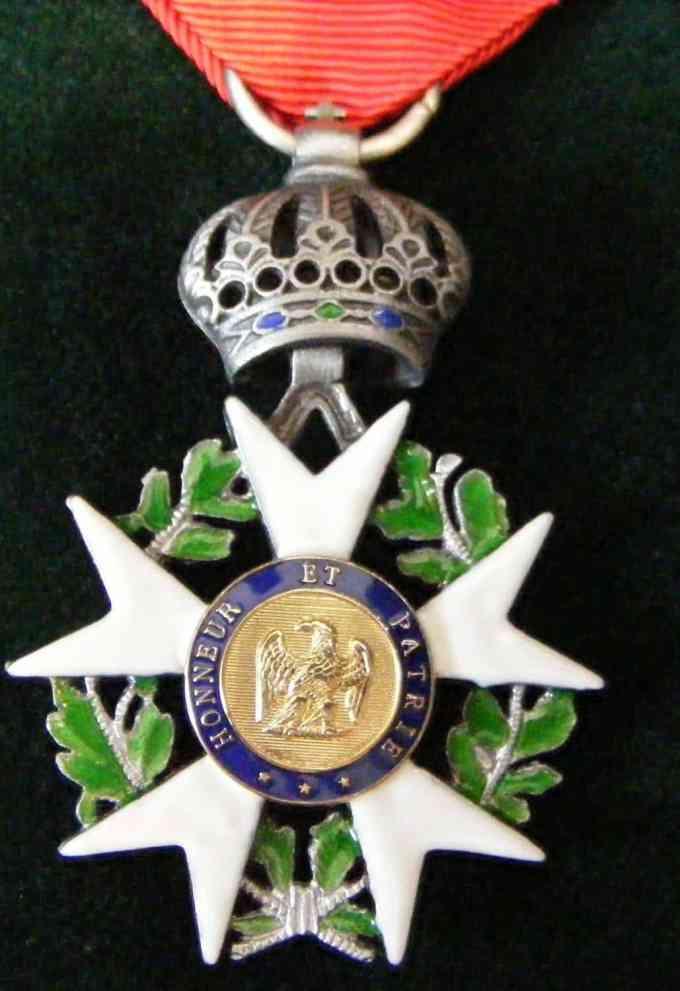 Quelle figure politique a reçu de la part de François Hollande la légion d'honneur jeudi 17 novembre ?