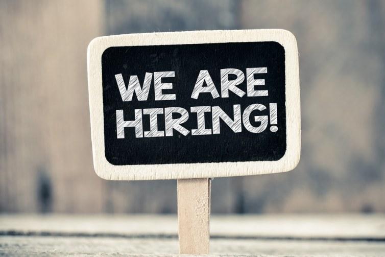 Quelle compagnie a annoncé la création de 100 000 emplois aux Etats-Unis d'ici à 18 mois ?