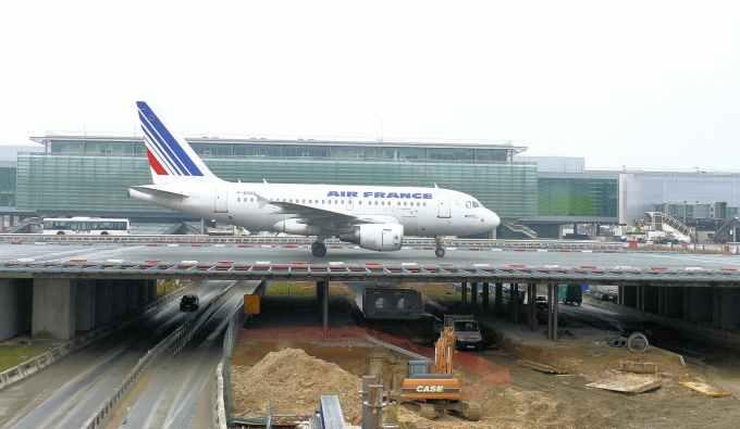 Quel pays est ciblé par le groupe Dassault pour booster ses ventes ?
