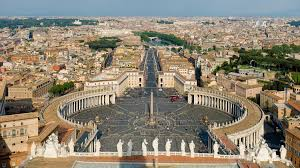 A quelle franchise appartient l'enseigne qui s'est récemment ouverte au Vatican ?
