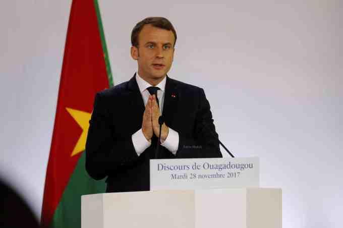Dans quel pays Macron a-t-il commencé sa tournée en Afrique ?