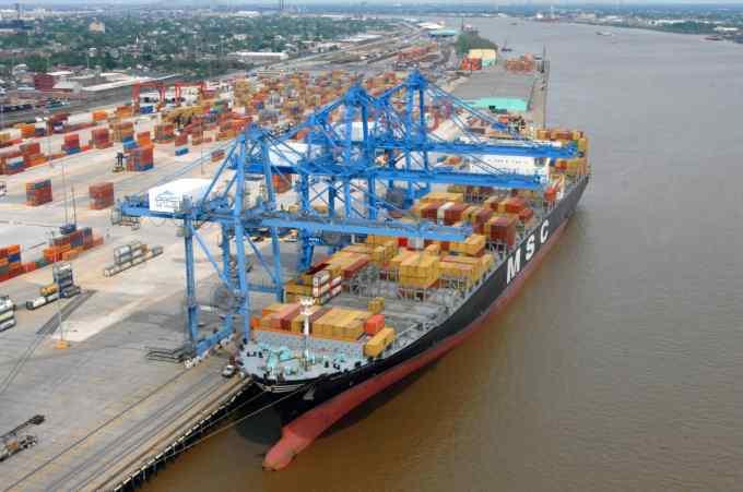 A combien de navires l'ONU a-t-elle interdit l'accès de tous les ports mondiaux jeudi 28 décembre ?