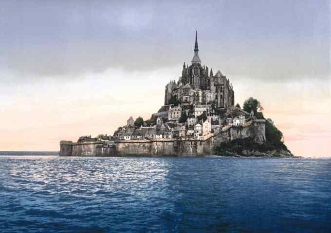 Par quel organisme le Mont Saint-Michel a-t-il été classé au « Patrimoine mondial » ?