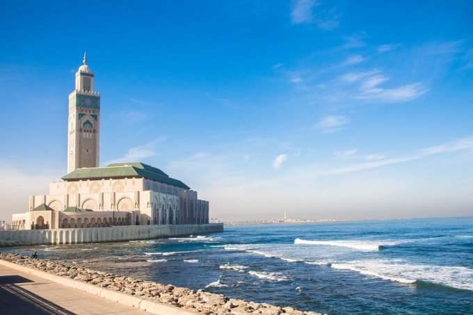 Quel constructeur automobile a signé un contrat avec le Maroc ?