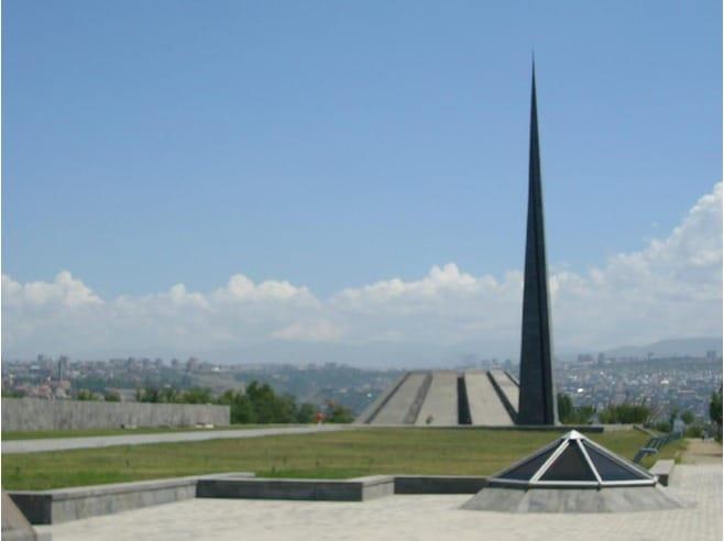 Quel pays a décidé de reconnaître le génocide des Arméniens ?