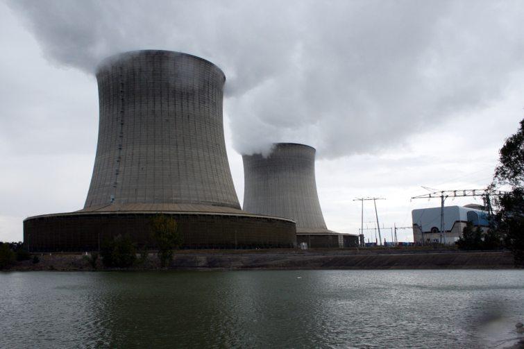 Quelle est la nationalité des entreprises qui ont signé un accord en vue du démentèlement des centrales nucléaires en France ?