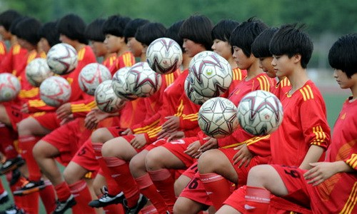 中国足球 Et si la Chine remportait la  Coupe du monde de football en 2030 ?