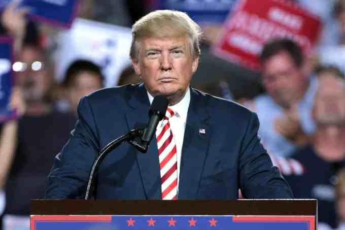 Trump a annoncé le gel de la contribution américaine à l'OMS.