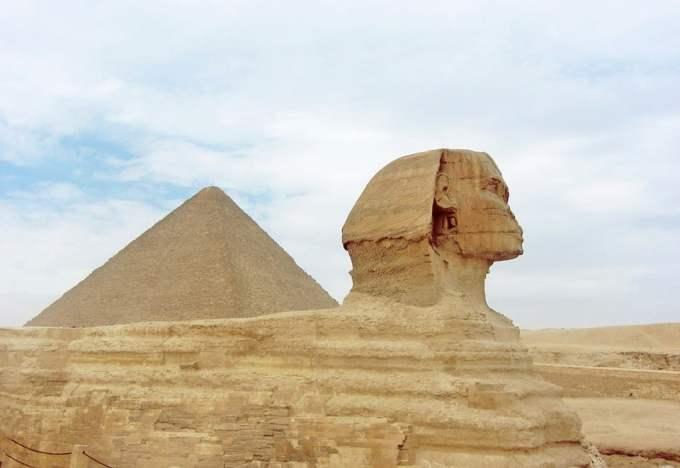 Les touristes du car touché par un attentat en Égypte étaient...