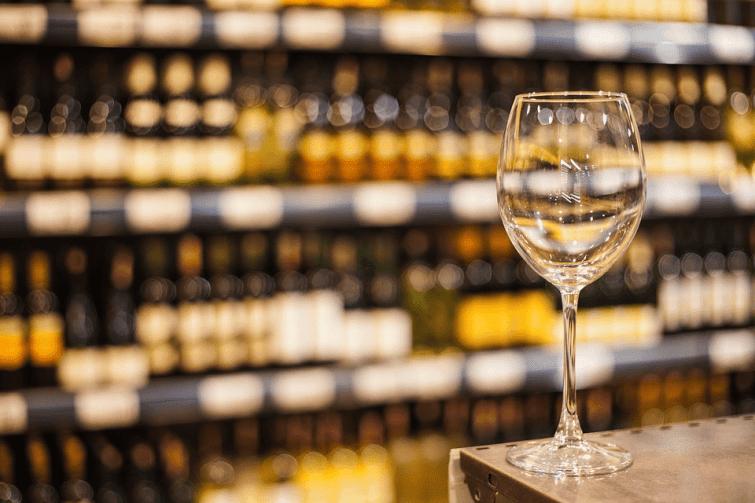 Cyril Ramaphosa a décidé de maintenir la prohibition de l'alcool après le confinement.