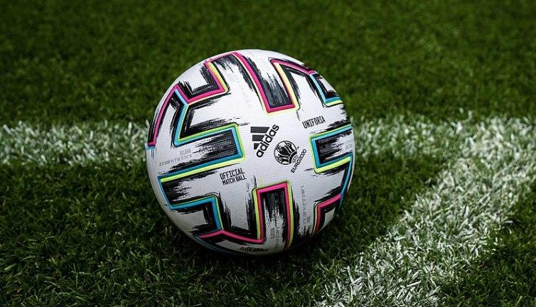 Quel pays fait polémique pour le maillot de sa sélection de football pour l'euro 2021 ?
