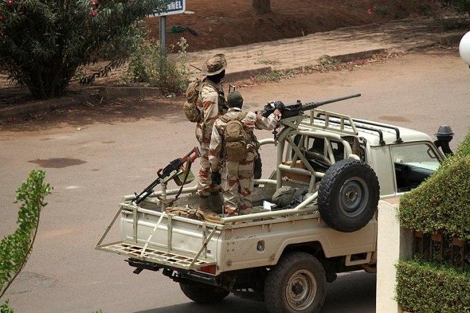 Quelle organisation régionale n'a pas suspendu le Mali à la suite du coup d'État ?