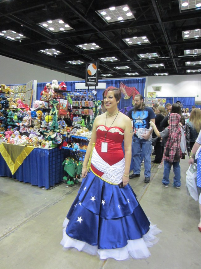 indiana-comic-con-2014-cosplay-wonder-woman-dress