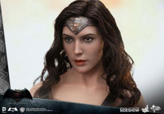 dc-comics-batman-v-superman-woner-woman-sixth-scale-hot-toys-902687-05
