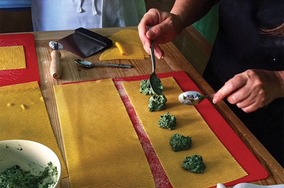 stuffing ravioli cooking class in venice italy