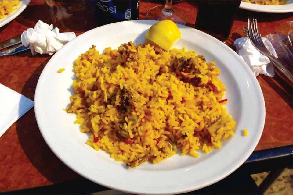what to eat in spain paella