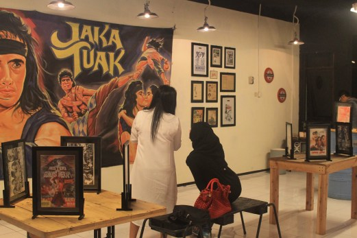 PAMERAN POSTER FILM LAWAS | MLG CAFE FRANCHISE & CONSULTANT