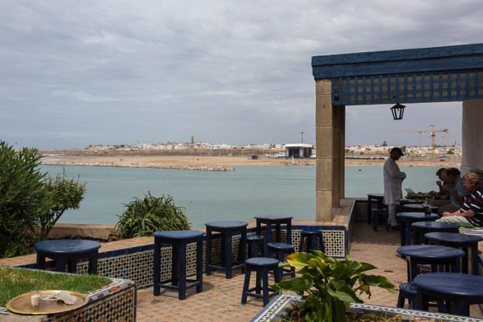 Kaffeepause in der Kasbah mit Blick auf das Meer