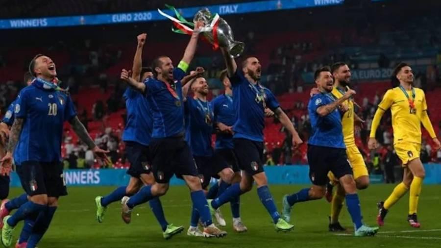 Italy 1 Pemain England Segera Menanggalkan Pingat