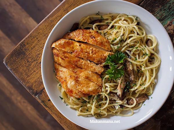 spaghetti aglio olio chicken