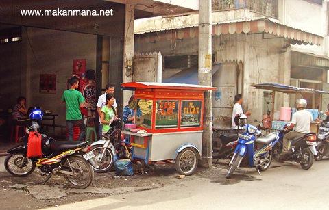 Sate Padang Ajo Jalan Tilak 2