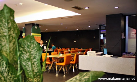 Barelo (Bar-Resto-Lounge) Medan 2