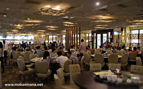 interior golden dragon hermes polonia medan