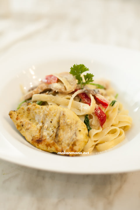 Fettucini Chicken - IDR 45.5