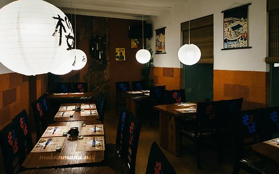 interior bagian belakang dr sushi teppanyaki