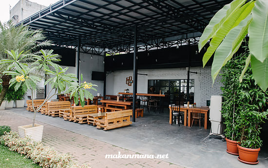 thirty six cafe medan