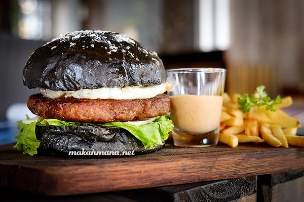 Posh Cafe black burger
