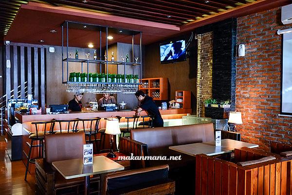 Posh Cafe & Resto, Kompleks Multatuli 1