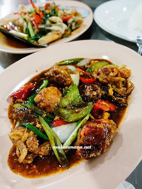 kepiting lunak lada hitam Sondoro Fish Market & Seafood Restaurant