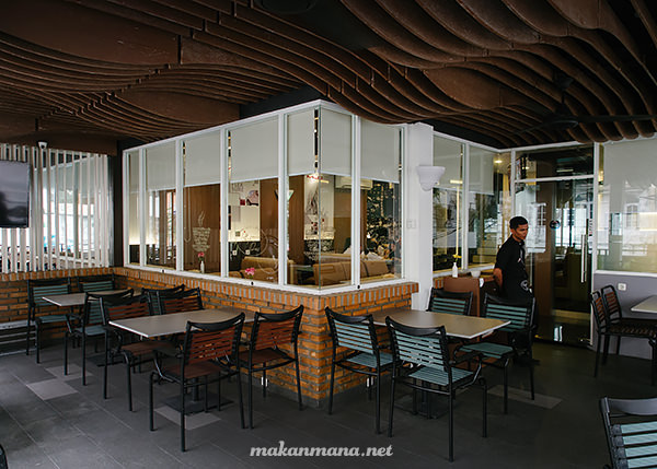 smoking area chapter one cafe