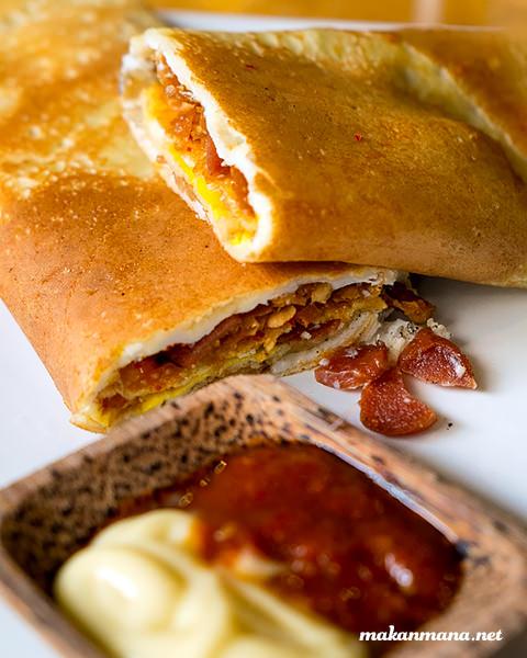 Crepe Sosis Ayam and Cheese