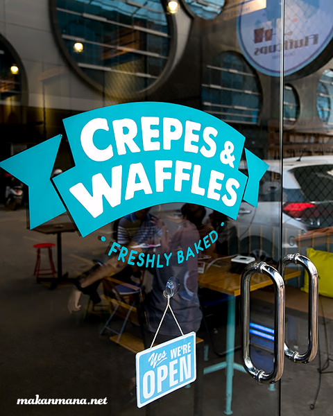 crepes and waffle fluffy cups