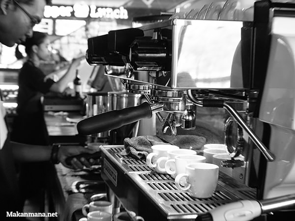 Good machine, good coffee. Too bad, not so good attitude towards non-smokers.