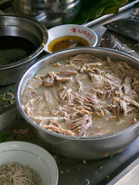 Bihun bebek Asie Kumango, the best duck noodle in town. 2