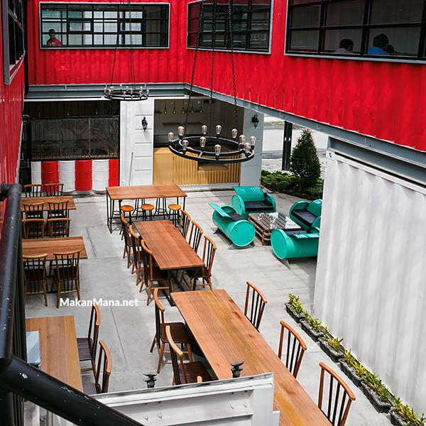 Ismud Park, cafe berkonsep marketplace 2