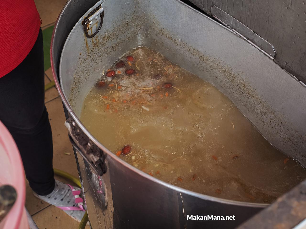 Kuah sup herbal