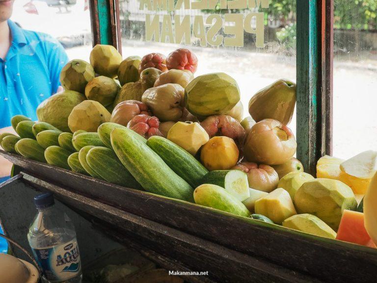 Berbagai buah semi matang