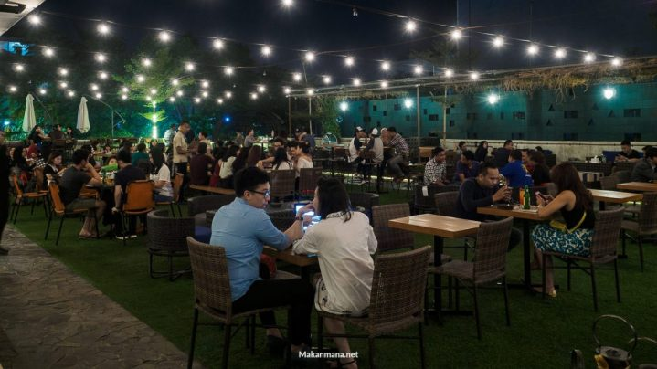 Level 02 roof top bar medan 14