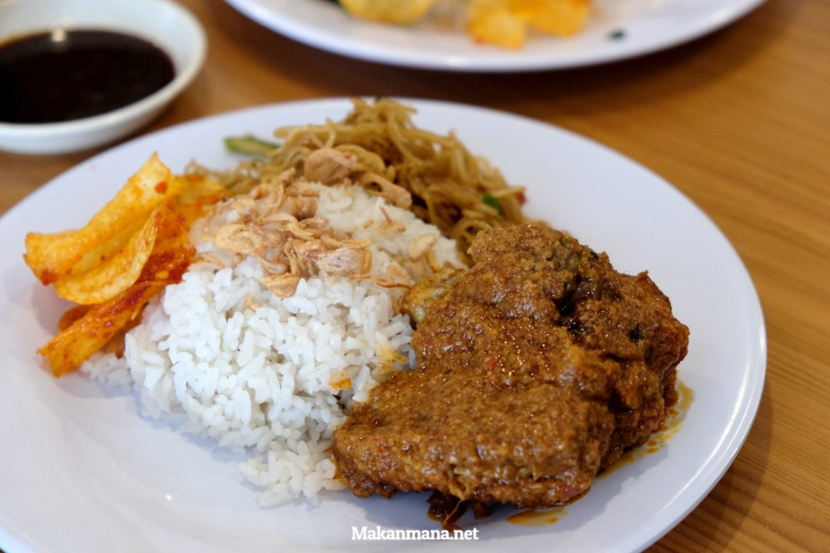 nasi-lemak-ayam-rendang