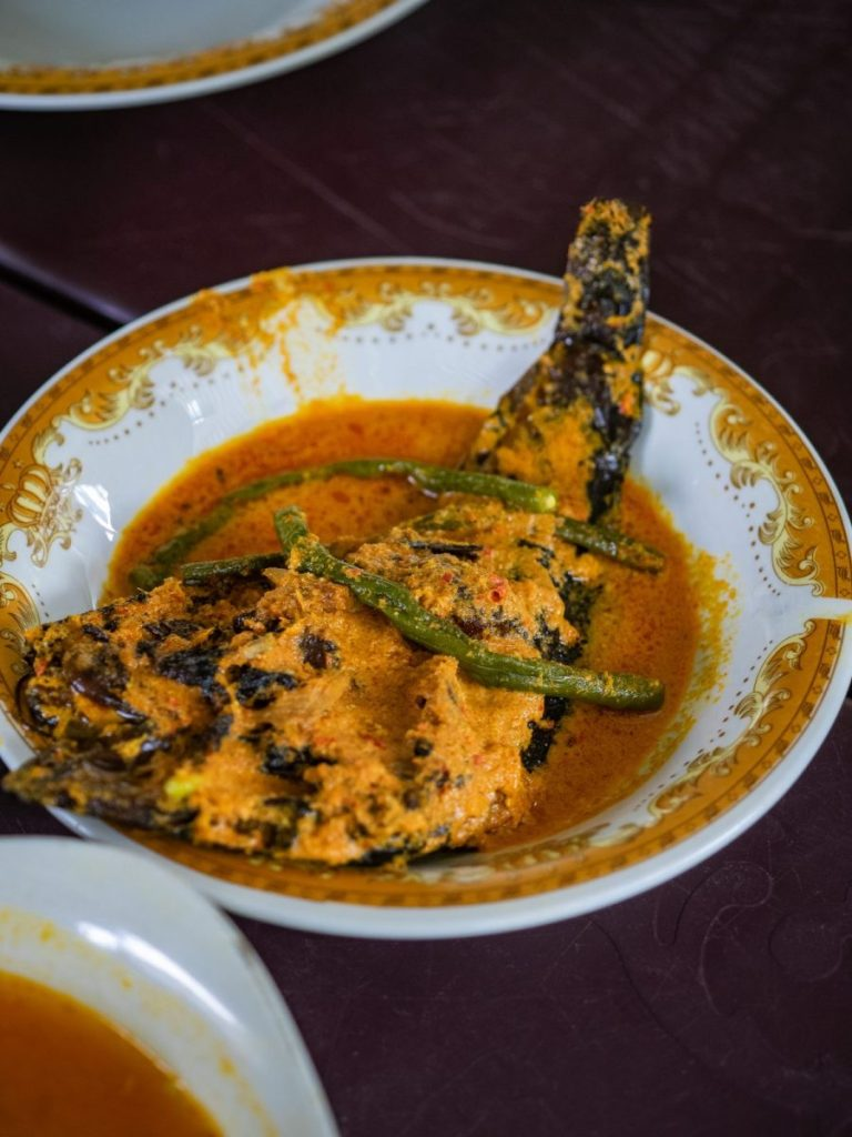 Menikmati Ikan Baung dan Holat yang segar di RM Bung Rizal & M. Br. Regar 12