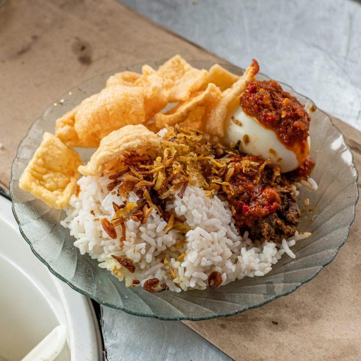 Ini Dia 10 Nasi Gurih Pilihan Makanmana Buat Sarapan Murah Meriah & Enak di Medan! 9